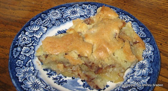 This recipe make an apple pie lover out of everyone! Gluten-Free Crustless Easy Apple Pie from Gluten Free Easily. (photo)