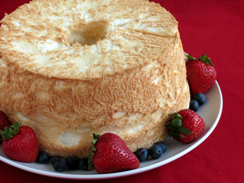 Gluten-Free Angel Food Cake. This recipe from Gluten-Free Homemaker is better than any other Angel Food Cake in the world. Period. One of many fabulous [featured on GlutenFreeEasily.com] (photo)