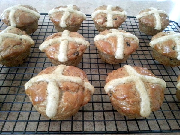 Cinnamon apple is one of the most beloved flavor combinations, so I give you Gluten-Free Cinnamon-Apple Hot Cross Buns!