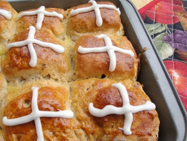 Everyone is sure to love these Gluten-Free Pull-Apart Hot Cross Buns!