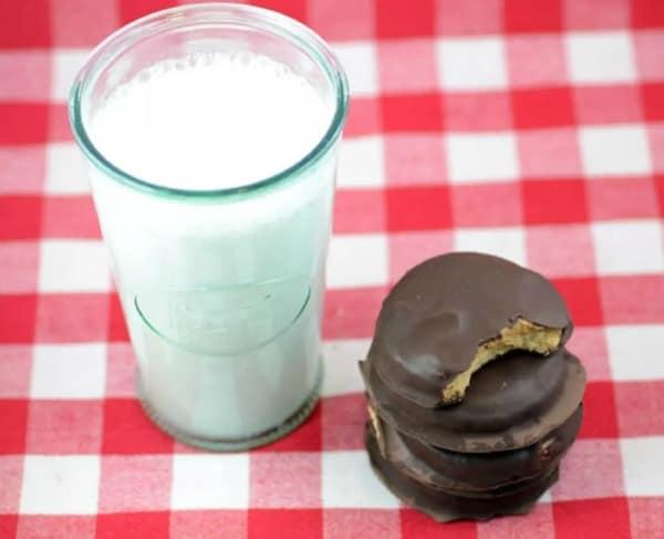 Gluten-Free Paleo Peanut Butter Tagalongs. One of the top gluten-free homemade paleo Peanut Butter Tagalongs featured on gfe. [on GlutenFreeEasily.com]