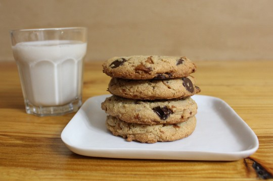 Gluten-Free Bourbon Bacon Chocolate Chip Cookies from In Johnna's Kitchen [featured on GlutenFreeEasily.com]