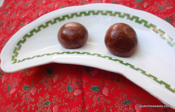 These Paleo Power Balls make the perfect pick me up! Paleo with easy vegan options. [from GlutenFreeEasily.com]