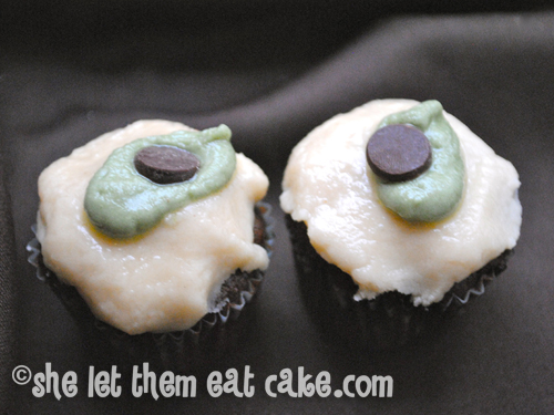 Zombie Eyeball Cupcakes from She Let Them Eat Cake. One of 20 Last Minute Gluten-Free Halloween Treats [featured on GlutenFreeEasily.com] (photo)