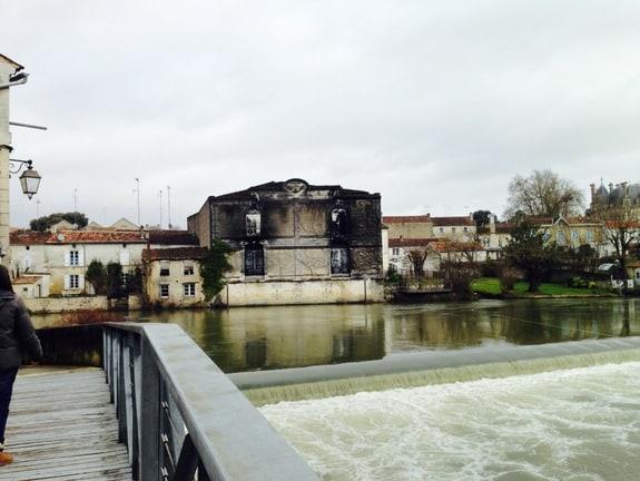 Building Riverside Jarnac France