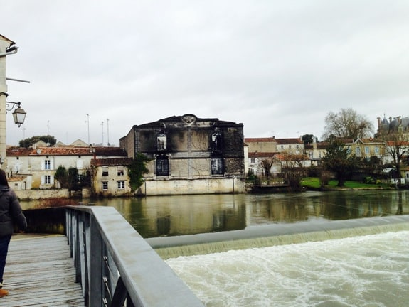Building Riverside Jarnac France