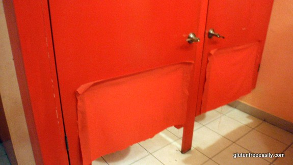 """Wet Wendy's """"Innovative"""" Solution to Too Small Bathroom Stalls in the Ladies' Room Cozumel"""
