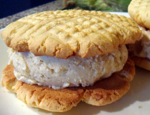 Gluten-Free Broinha and Corn Ice Cream Sandwich
