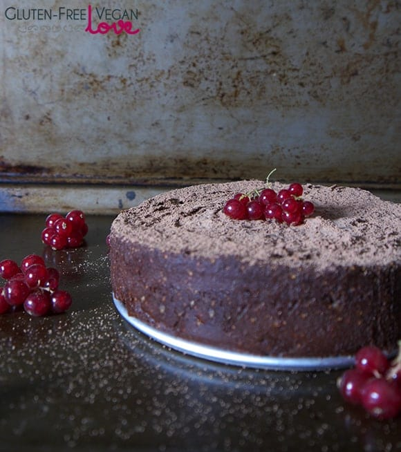 What a special flourless chocolate cake! Fig and Chocolate Flourless Cake (Raw, Gluten Free, Vegan, Paleo)