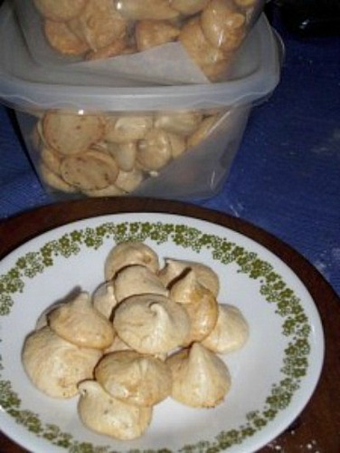 Meringues from Gluten Free Goodness