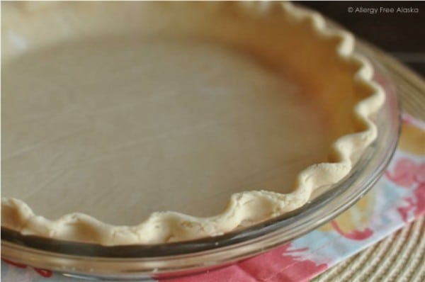 This Gluten-Free Vegan Flaky Pie Crust Recipe from Allergy Free Alaska is sure to impress! It gets one reader rave after another! [featured on GlutenFreeEasily.com] (photo)