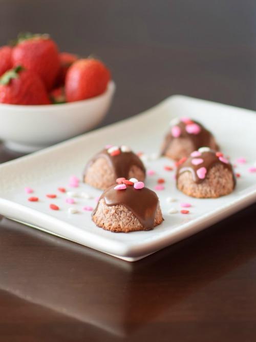 Gluten-Free Strawberry Macaroons Paleo-Vegan-Raw Go Dairy Free