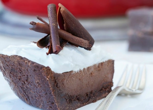 Paleo Chocolate Pudding Pie with Chocolate Cookie Crust