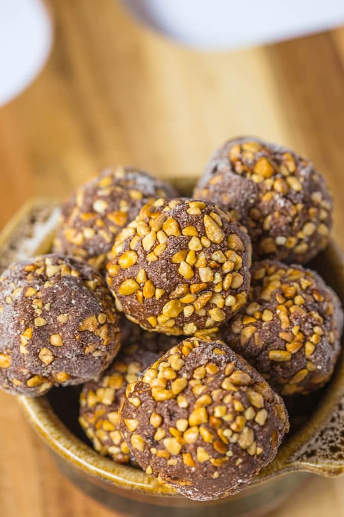 Healthy No-Bake Ferrero Rocher Bites from The Big Man's World