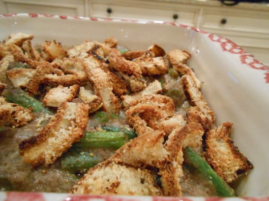 Gluten-Free Green Bean Casserole from Gluten-Free Happy Tummy. One of over 15 gluten-free green bean casserole recipes that you will love! [featured on GlutenFreeEasily.com]
