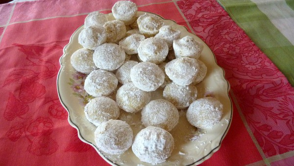 Gluten-Free Powdered Sugar Donut Muffins [featured on GlutenFreeEasily.com]